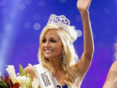 Hoe iemand een jaar lang keek naar Miss Teen USA Cassidy Wolf via haar webcam